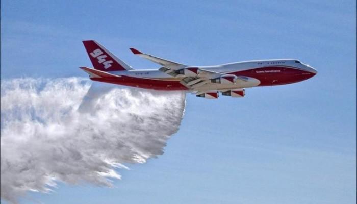 Καλιφόρνια – πυρκαγιές: Ανέλαβε δράση το μεγαλύτερο πυροσβεστικό αεροπλάνο