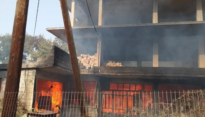 Χανιά: Κόλαση φωτιάς στον Αποκόρωνα - Κάηκαν κτίσματα (βίντεο+φωτο)