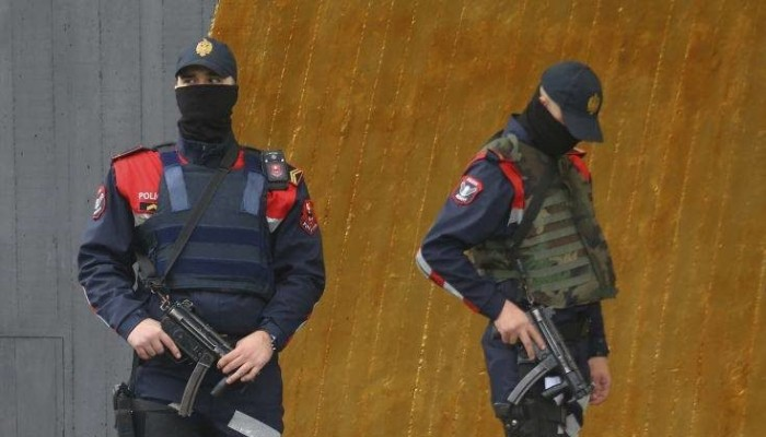 Συναγερμός για άνδρα στην Αλβανία - Δολοφόνησε 8 μέλη της οικογένειάς του