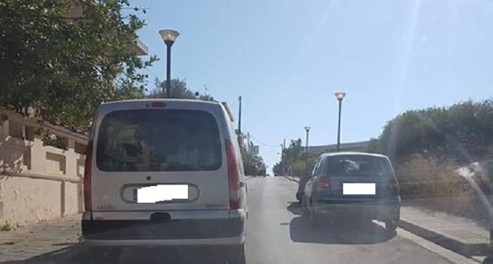 Πάρκαρε στη μέση του δρόμου και σκόρπισε τον πανικό (φωτο)