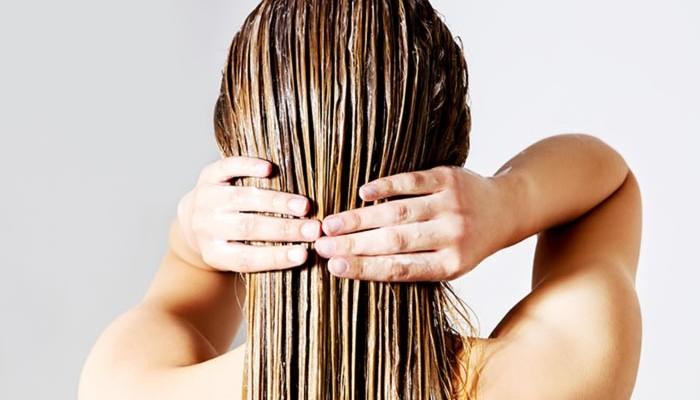 Diy μάσκα με λάδι καρύδας για λαμπερά μαλλιά