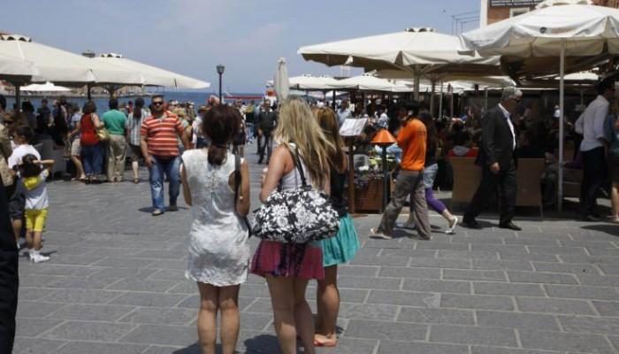 «Βουλιάζει» η Κρήτη από τουρίστες
