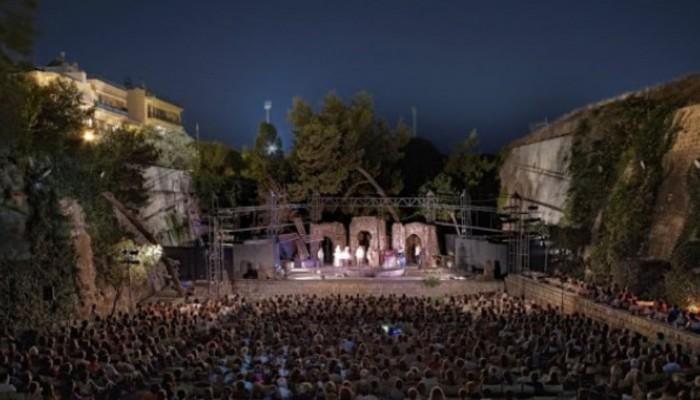 «Οι Μπαμπούλες» στο κηποθέατρο