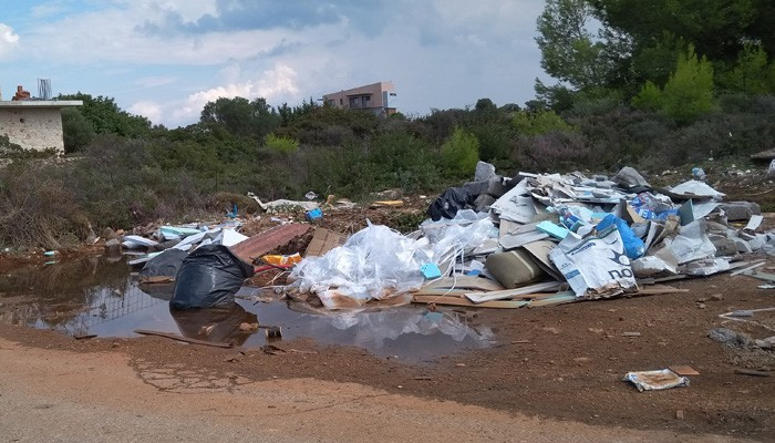 Απίστευτες εικόνες ντροπής στις Κορακιές στα Χανιά (φωτο)