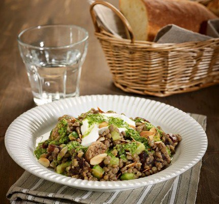Ζεστή σαλάτα με φακές Φαρσάλων και σάλτσα δυόσμου