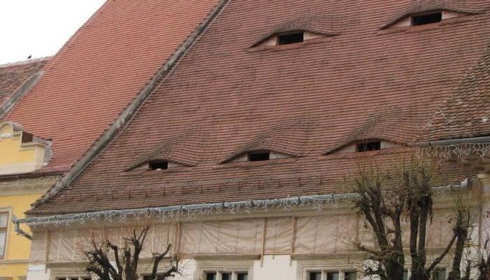 Σπίτια σε ρουμανικό χωριό έχουν… μάτια!