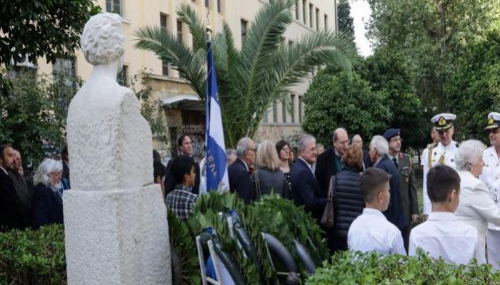 Η αντίδραση Φίλη σε κατάθεση στεφάνου για αναφορά στη Μακεδονία