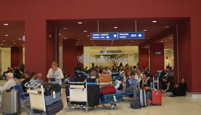 Έμειναν ξεκρέμαστοι στα Χανιά εκατοντάδες επιβάτες της Primera Air (φωτο)