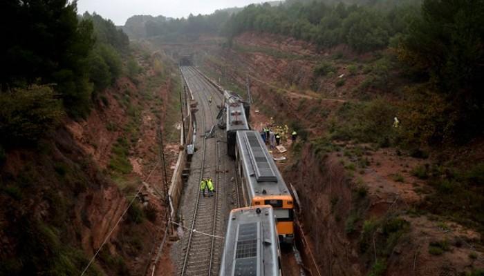 Πέντε άτομα σε σοβαρή κατάσταση από τον εκτροχιασμό τρένου στη Βαρκελώνη