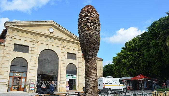 Τι συμβολίζει το «μνημείο» μπροστά από την Δημοτική αγορά στα Χανιά;