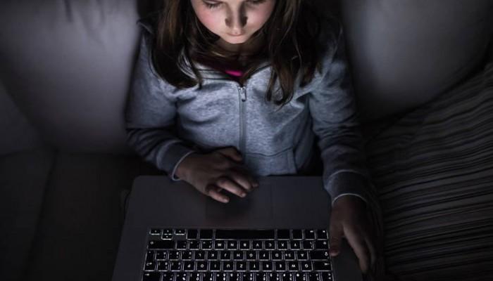 Σχεδόν 1 στους 2 γονείς δεν ξέρει τι μοιράζεται το παιδί του online
