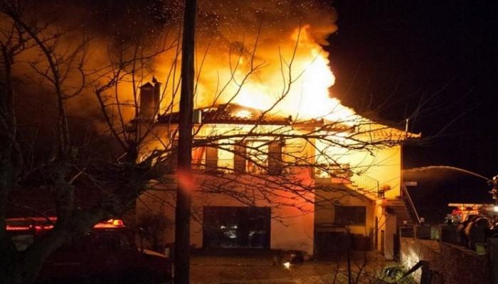 Κάηκε ολοσχερώς σπίτι στα Σφακιά - Πρόλαβαν και έσωσαν ηλικιωμένη