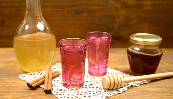 Guardian: Το ρακόμελο ένα από τα 10 καλύτερα ποτά για τον χειμώνα