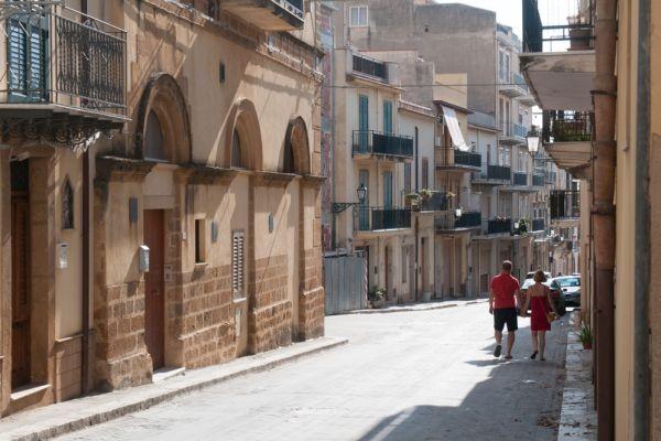 Πόλη της Σικελίας σας προσφέρει σπίτια για… 1 ευρώ!