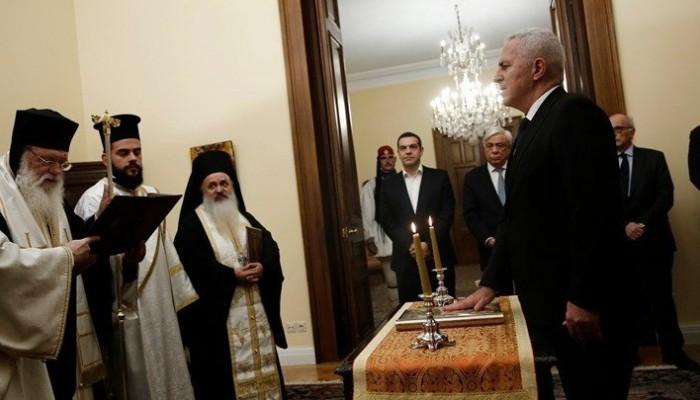 Ορκίστηκε ο Ευάγγελος Αποστολάκης υπουργός Εθνικής Άμυνας