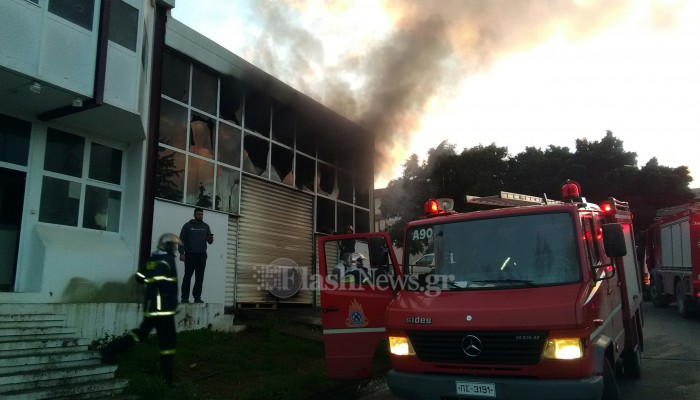 Φωτιά ξέσπασε σε μηχανουργείο στο ΒΙΟΠΑ Χανίων (φωτο)