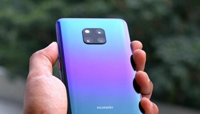 Υπάλληλοι της Huawei έστειλαν εταιρικές ευχές για το 2019 με... iPhone!