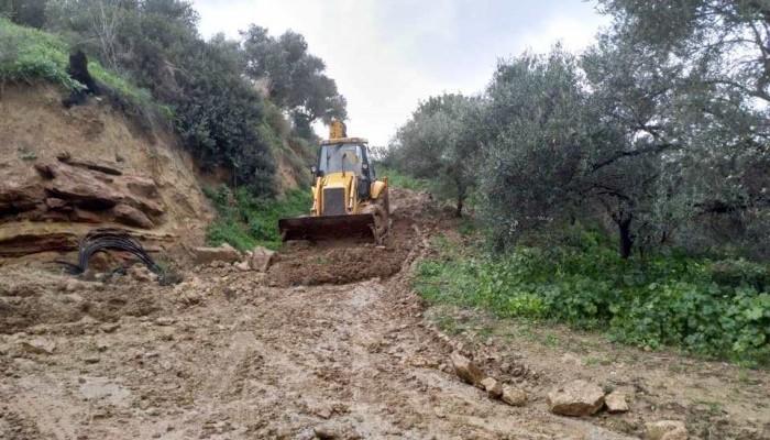 Καθαρίζονται οι δρόμοι του Δήμου Πλατανιά - Μεγάλες οι ζημιές (φωτο)