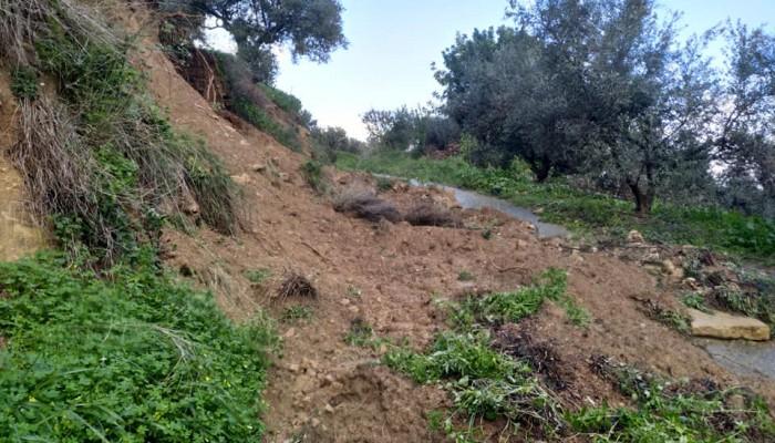 Σε ασφαλές σημείο οι δύο οικογένειες που εγκλωβίστηκαν σε χωριό του δήμου Πλατανιά
