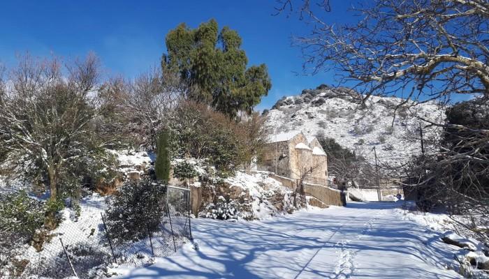 Χιόνια στα Σφακιά: Μαγικές εικόνες από τον Καλλικράτη (φωτο)
