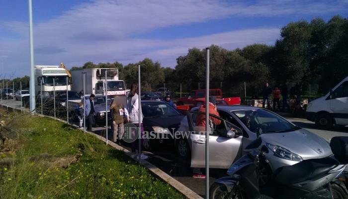 Καραμπόλα 5 οχημάτων στα Χανιά (φωτο)