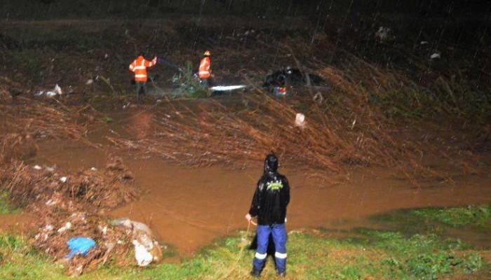 Βρέθηκε αυτοκίνητο στον ποταμό Ξεριά, αγνοείται ο οδηγός του (φωτο)