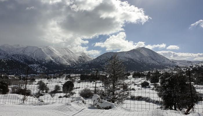 Υπέροχες εικόνες από τα χιονισμένα Σφακιά (φωτο+βιντεο)