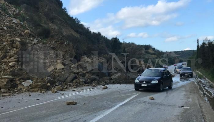 Έπεσε το βουνό στην εθνική οδό Χανίων - Κισσάμου (φωτο+βιντεο)