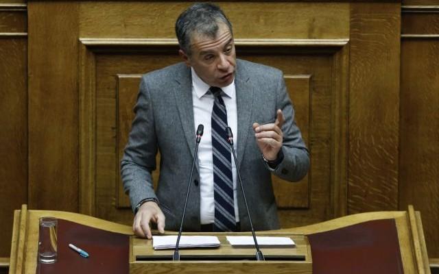 Θεοδωράκης: Η χώρα θα απομονωθεί αν απορριφθεί η Συμφωνία των Πρεσπών