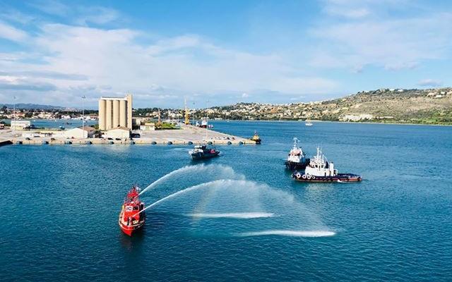 Πλήθος κόσμου στον αγιασμό των υδάτων στο λιμάνι της Σούδας (φωτο+βιντεο)