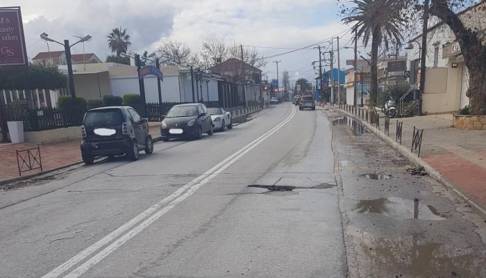 Επικίνδυνη λακκούβα στον κεντρικό δρόμο του Πλατανιά