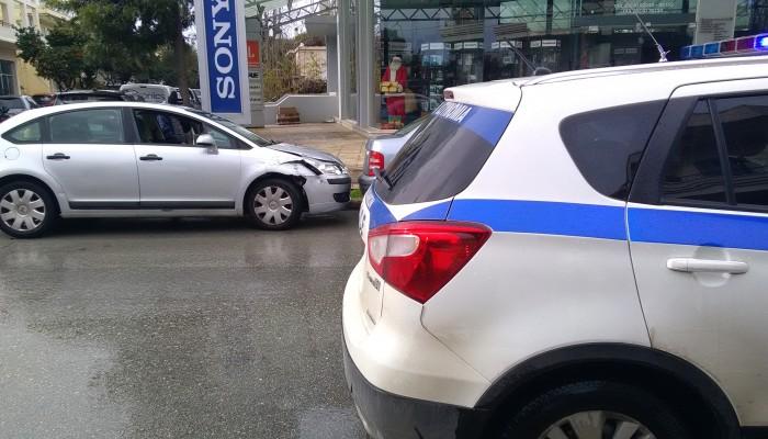 Σύγκρουση αυτοκινήτων με τραυματισμό γυναίκας στα Χανιά (φωτο)