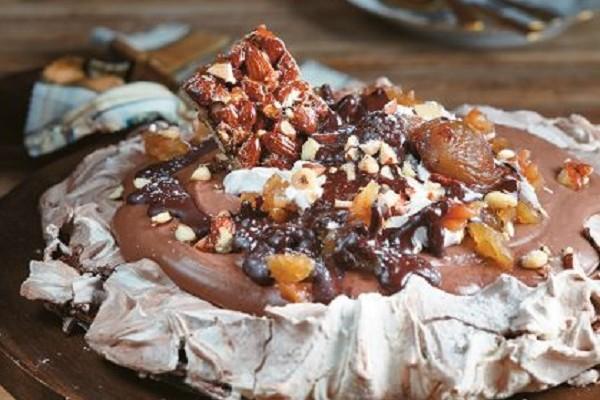 Πάβλοβα σοκολάτας με μαρόν γλασέ