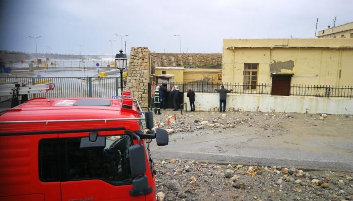 Χωρίς νερό όλο το Ρέθυμνο - Έκρηξη σε μετασχηματιστή της ΔΕΗ στην παλιά πόλη
