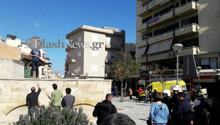 Hράκλειο: Παραδόθηκε ο άνδρας που απειλούσε να αυτοπυρποληθεί! (φωτο)