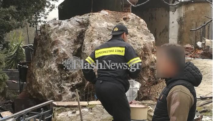 Τρομακτικό περιστατικό στο Ασκύφου! Τεράστιος βράχος έπεσε σε σπίτι (φωτο)
