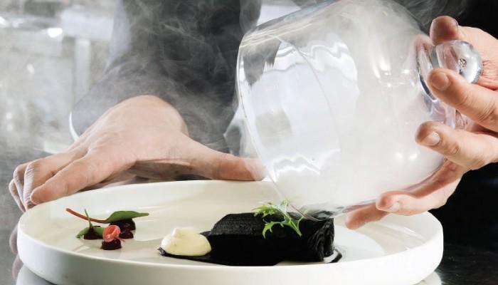 Τα εστιατόρια της Κρήτης που πήραν Χρυσό Σκούφο και ο Χανιώτης σεφ που πήρε βραβείο κοινού