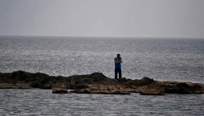 Οδηγός έπεσε στη θάλασσα για να γλιτώσει τον έλεγχο της Αστυνομίας (φωτο)