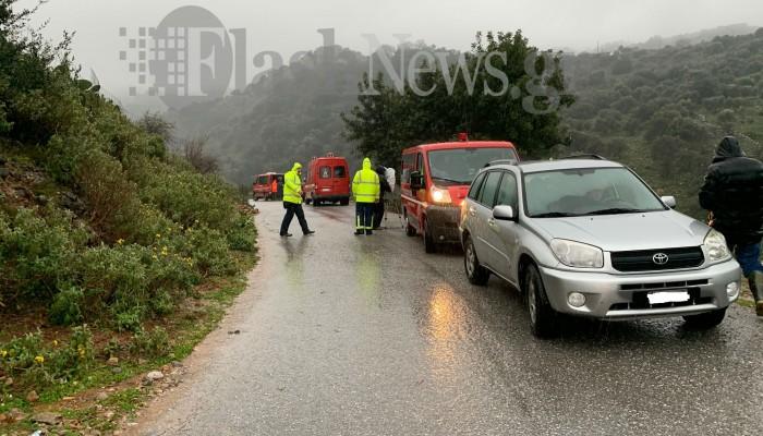 Χανιά: Αγνοείται 61χρονος που παρασύρθηκε από χείμαρρο μέσα στο αυτοκίνητό του (φωτο)