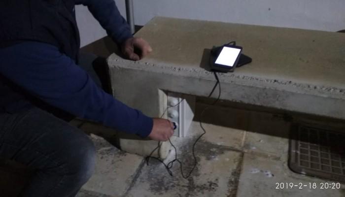 Καθηγητές και μαθητές του ΕΠΑΛ Πλατανιά δημιούργησαν το...  «έξυπνο τσιμεντένιο παγκάκι»!