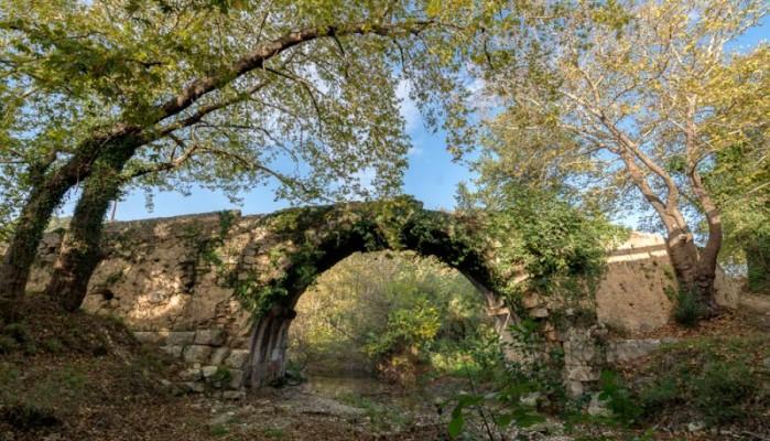Μνημείο στον Αποκόρωνα κινδυνεύει με κατάρρευση (φωτο)