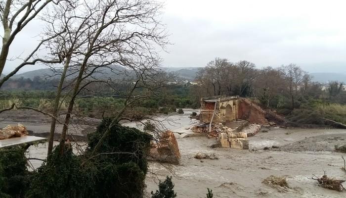 Χανιώτης έγραψε ριζίτικο για την καταστροφή της γέφυρας του Κερίτη (βιντεο)