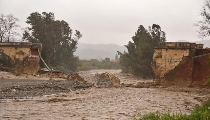 Η στιγμή της κατάρρευσης της γέφυρας του Κερίτη - Χάθηκε ένα μνημείο  (βίντεο - φωτο)