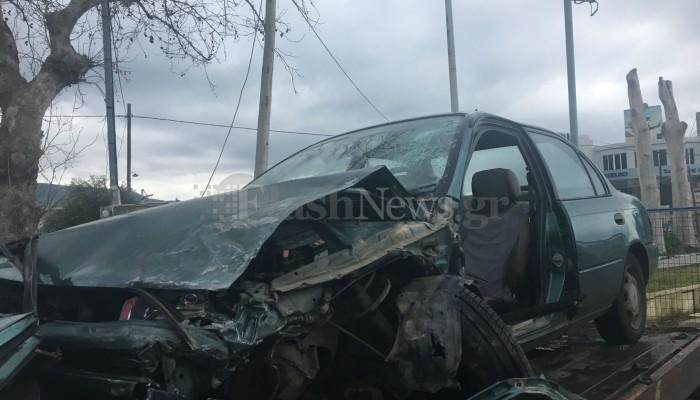 Σφοδρή σύγκρουση οχημάτων στον Βλητέ (φωτο)