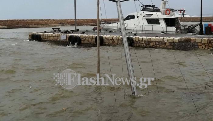 Βυθίστηκε ιστιοφόρο στο ενετικό λιμάνι Χανίων (φωτο)