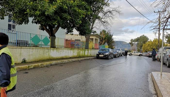 Χανιά:Καλώδιο της ΔΕΗ έπεσε μπροστά σε δημοτικό σχολείο κατά την προσέλευση μαθητών (φωτο)