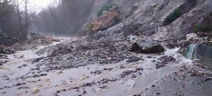 Αποκλεισμένος ο Μυλοπόταμος - Κλειστά τα σχολεία