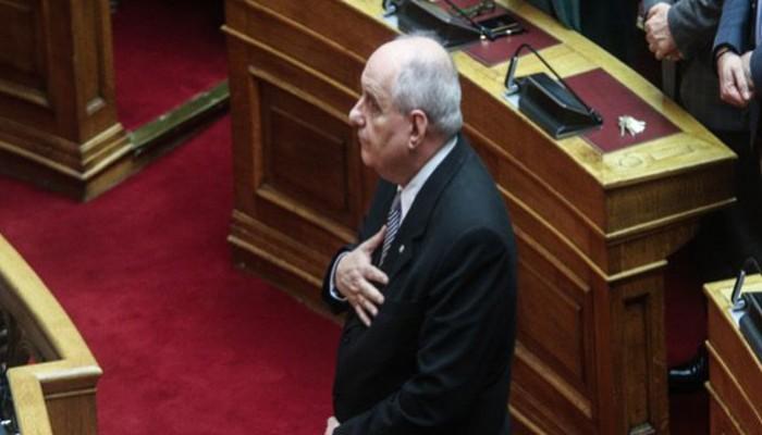 Ορκίστηκε ο Τέρενς Κουίκ ανεξάρτητος βουλευτής - Καρφί στο μάτι του Πάνου Καμμένου