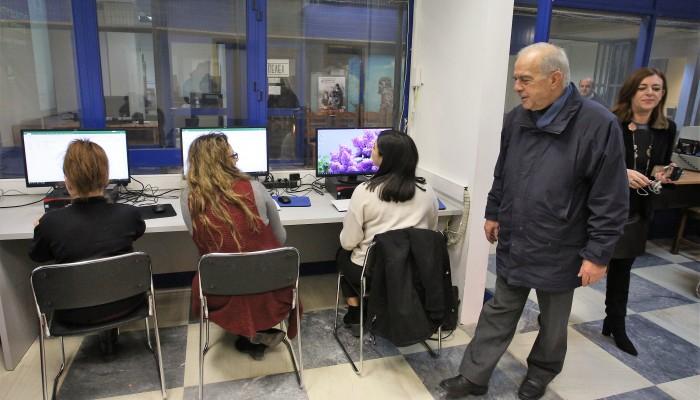 Eπίσκεψη του Βασίλη Λαμπρινού στα σεμινάρια υπολογιστών για ανέργους