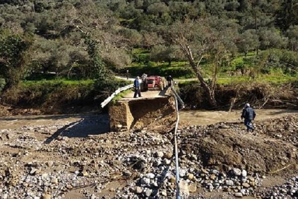 Σε εξέλιξη οι εργασίες αποκατάστασης της γέφυρας στο Μουρί Κισσάμου (φωτο)